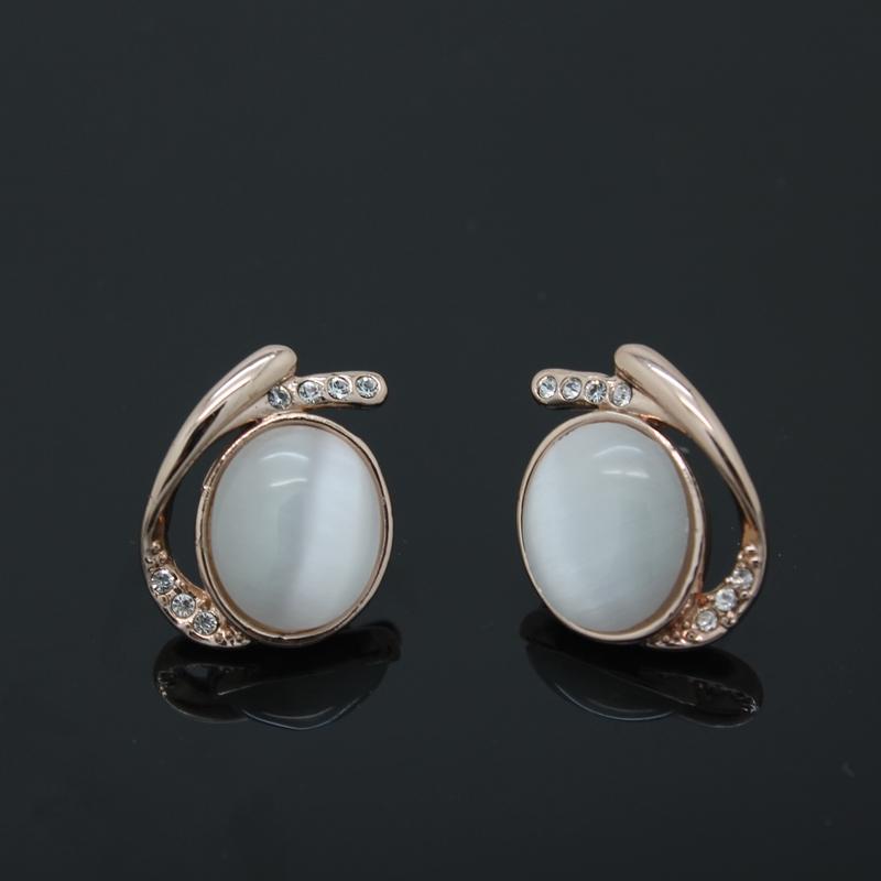 Великолепные серьги «Орлиный глаз» (Viennois) с овальным опалом, позолоченным сплавом и камнями Сваровски купить. Цена 270 грн