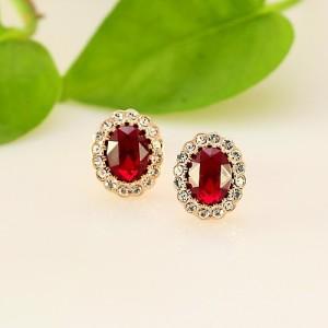 Изысканные серьги «Рубиновые» (ITALINA) с красным камнем в центре и ободком из белых камней Сваровски фото. Купить