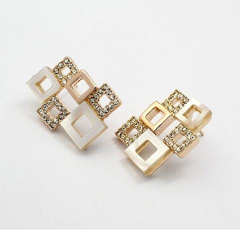 Стильные серьги «Квадраты белые» (ITALINA) со вставкой из акрила, позолотой и кристаллами Сваровски купить. Цена 280 грн