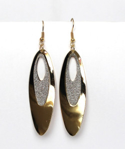 Лёгкие летние серьги «Лепесток Золотой» с серебристой вставкой без камней купить. Цена 39 грн или 125 руб.