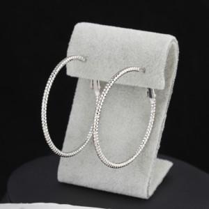 Обычные серьги в форме колец с напылением под белое золото без камней купить. Цена 125 грн или 395 руб.
