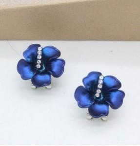 Миленькие серьги «Красотка» (бренд-Viennois) в виде цветочка из синей эмали и со стразами Сваровски купить. Цена 210 грн