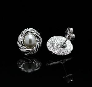 Ретро-серьги «Февраль» (бренд-ITALINA) с белой жемчужиной и покрытием под белое золото фото. Купить