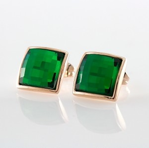 Простенькие серьги «Зеленоглазка» (бренд-ITALINA) квадратной формы с зелёным камнем Сваровски фото. Купить