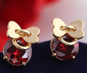 Скромные серьги-пуссеты с 18-ти каратным золотым напылением и красным цирконом купить. Цена 99 грн или 310 руб.