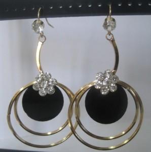 Необыкновенные серьги «Энотера» интересной формы с покрытием под золото и стразами купить. Цена 69 грн или 220 руб.