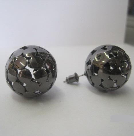 Чёрные серьги-шары «Ani Vinnie Сфера» из металла с узорчатой перфорацией купить. Цена 50 грн