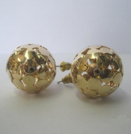 Невероятные серьги-гвоздики «Ani Vinnie Сфера» в форме золотого шара с перфорацией купить. Цена 50 грн