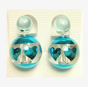 Прикольные серьги «Mise en DIOR» бирюзового цвета с изображением сердец купить. Цена 59 грн