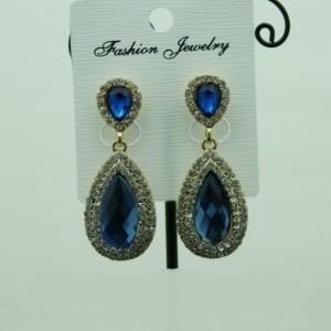 Традиционные серьги «Кармелита» с синим камнем и стразами в оправе под золото купить. Цена 135 грн