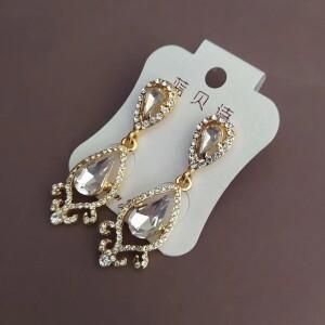 Нарядные серьги «Самира» с белыми камнями в жёлтой оправе купить. Цена 225 грн