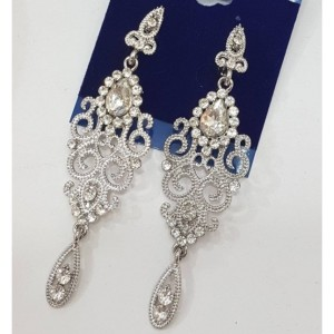 Свадебные серьги «Рококо» с бесцветными стразами в серебристом металле фото. Купить