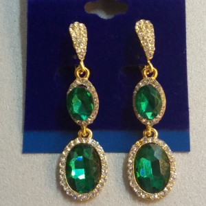 Висячие серьги «Фелиция» с зелёными камнями и небольшими бесцветными стразами купить. Цена 165 грн