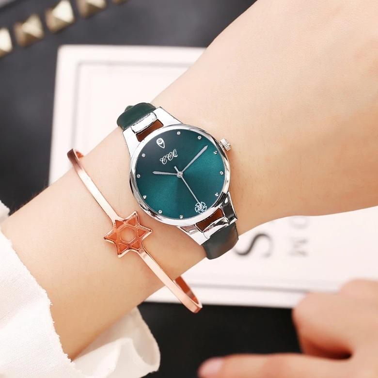 Модные женские часы «CCQ» с циферблатом и ремешком цвета морской волны купить. Цена 299 грн