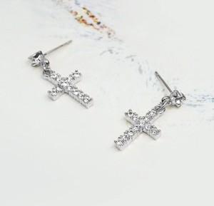 Серебристые серьги «Кресты» (бренд-ITALINA) с напылением под белое золото со стразами Сваровски фото. Купить