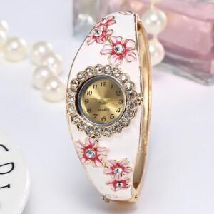 Летние часы-браслет «Quartz» с белой эмалью и цветами со стразами фото. Купить