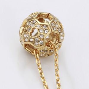 Оригинальная подвеска «Мяч» с кулоном в виде футбольного мяча со стразами купить. Цена 190 грн или 595 руб.