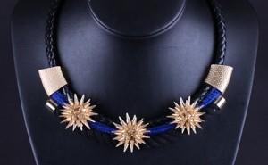 Оригинальное ожерелье «Тотем Майя» с чёрным плетёным шнурком и золотыми шипами купить. Цена 165 грн или 520 руб.
