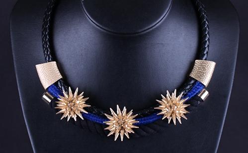 Оригинальное ожерелье «Тотем Майя» с чёрным плетёным шнурком и золотыми шипами купить. Цена 165 грн