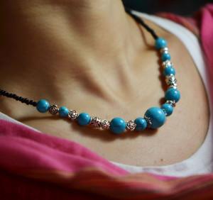 Тибетское ожерелье с бирюзовыми бусинами и серебристыми металлическими вставками купить. Цена 69 грн