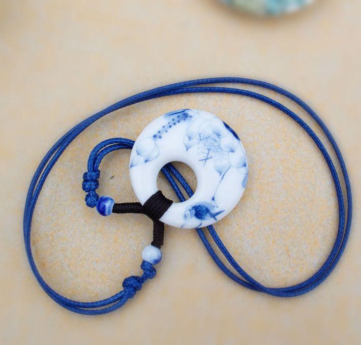Китайская подвеска из керамики в виде медальона на синем шнурке купить. Цена 150 грн