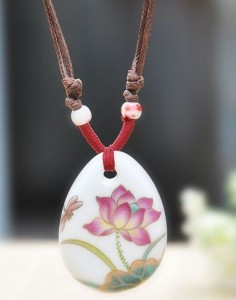 Красивая подвеска на шнурке с кулоном в виде капли из керамики купить. Цена 140 грн