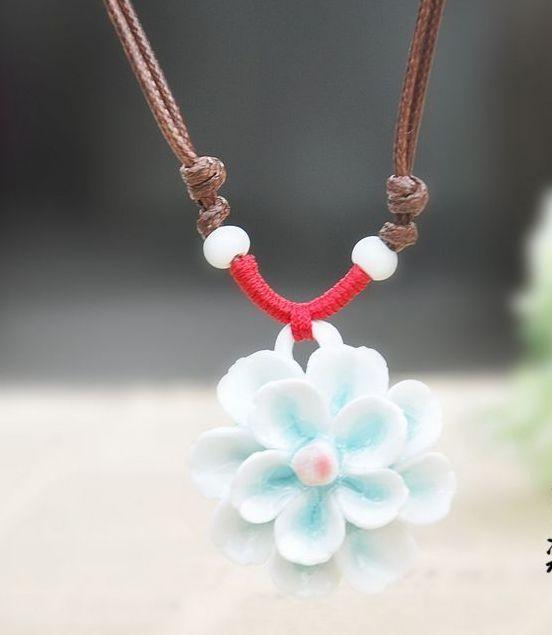 Керамическая подвеска «Цветок» с бело-голубым кулоном на шнурке купить. Цена 170 грн