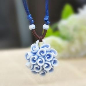 Необычная подвеска ручной работы из керамики с кулоном в виде цветка купить. Цена 160 грн