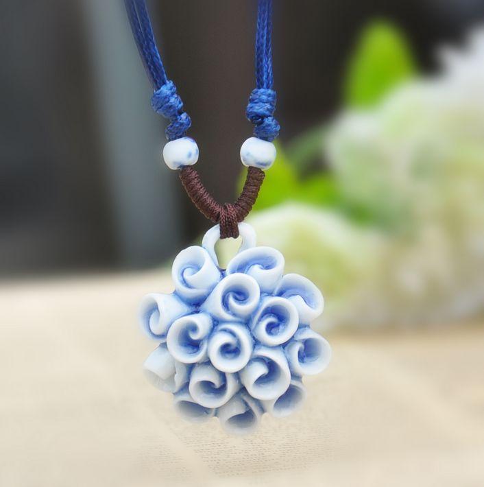 Необычная подвеска ручной работы из керамики с кулоном в виде цветка купить. Цена 170 грн