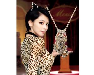 Интересная подвеска «Леопард» с кулоном из страз на тонкой цепочке купить. Цена 99 грн