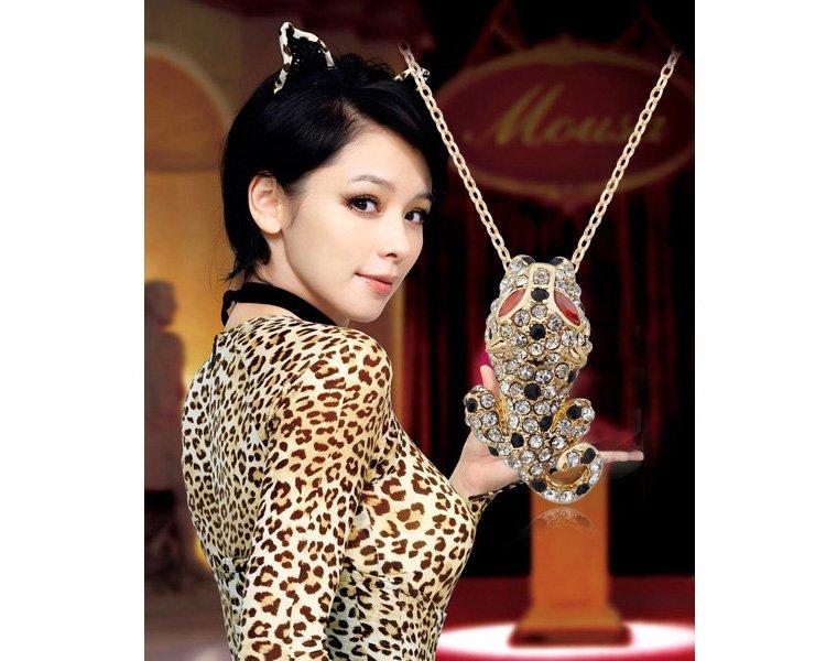 Интересная подвеска «Леопард» с кулоном из страз на тонкой цепочке купить. Цена 125 грн