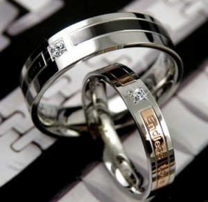 Парные стальные кольца «Luxury» для влюблённых с цирконом и надписями купить. Цена 95 грн