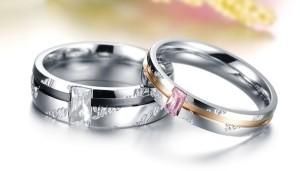 Парные кольца «Luxury» из медицинской стали с прямоугольным фианитом и надписями купить. Цена 180 грн или 565 руб.