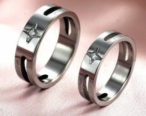 Необычные кольца «Luxury» для влюблённых из хирургической стали с бесцветным фианитом купить. Цена 180 грн