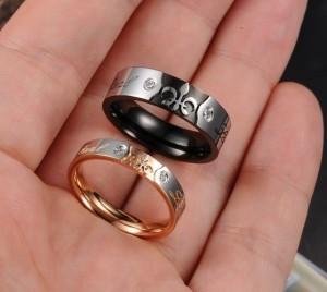 Оригинальные парные кольца «Luxury» из медицинской стали с надписями и фианитом купить. Цена 180 грн