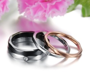 Двойное кольцо «Luxury» из медицинской стали с прозрачным фианитом купить. Цена 180 грн или 565 руб.