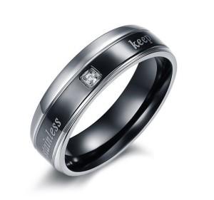 Чёрное кольцо «Luxury» из стали с надписями и маленьким фианитом купить. Цена 140 грн или 440 руб.