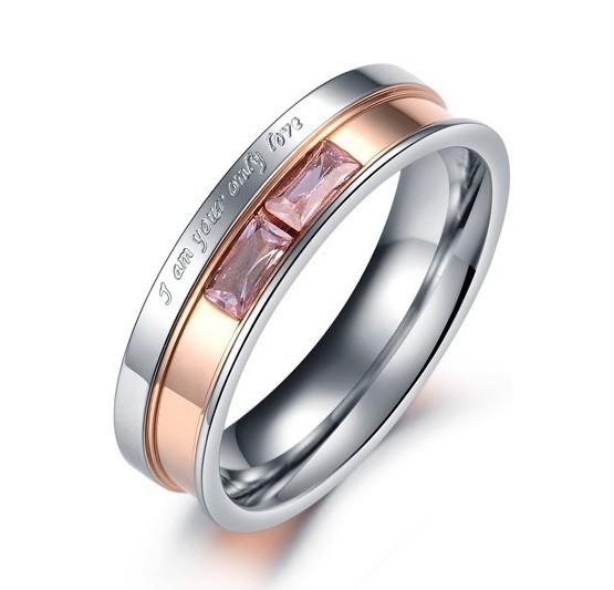Женское стальное кольцо «Luxury» с розовыми камнями и надписями купить. Цена 180 грн