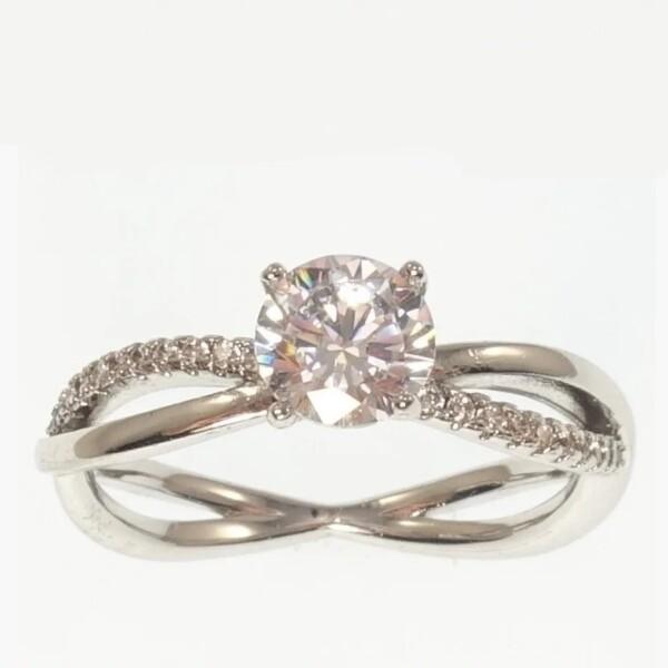 Милое кольцо «Церемония» с бесцветными цирконами и родиевым напылением купить. Цена 165 грн