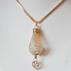 Золотистая подвеска «Аграба» на длинной цепочке фото. Купить