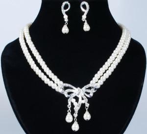 Жемчужный свадебный набор «Невеста» с серебристыми серьгами и ожерельем из бус купить. Цена 185 грн или 580 руб.