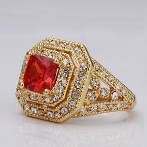 Квадратное кольцо «Рубин» с камнем красного цвета и бесцветными стразами купить. Цена 199 грн или 625 руб.