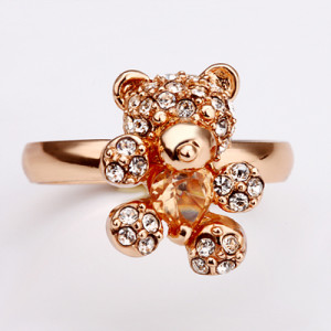 Необычное кольцо «Мишка» с кристаллом янтарного цвета и бесцветными стразами купить. Цена 175 грн
