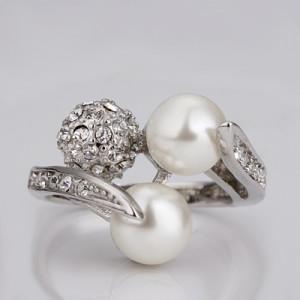 Высокое кольцо «Жемчуг» с белыми жемчужинами и стразами купить. Цена 160 грн