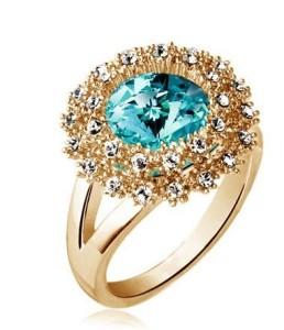 Женское кольцо «Величие» с голубым камнем и бесцветными стразами купить. Цена 140 грн или 440 руб.