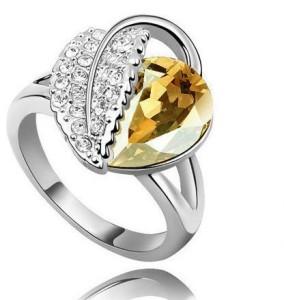 Серебристое кольцо «Осень» с коричневым камнем и мелкими стразами купить. Цена 145 грн