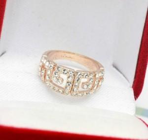 Недорогое кольцо «Лабиринт» с бесцветными кристаллами Stellux купить. Цена 110 грн