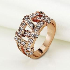 Интересное кольцо «Вечность» с покрытием под розовое золото и стразами купить. Цена 150 грн
