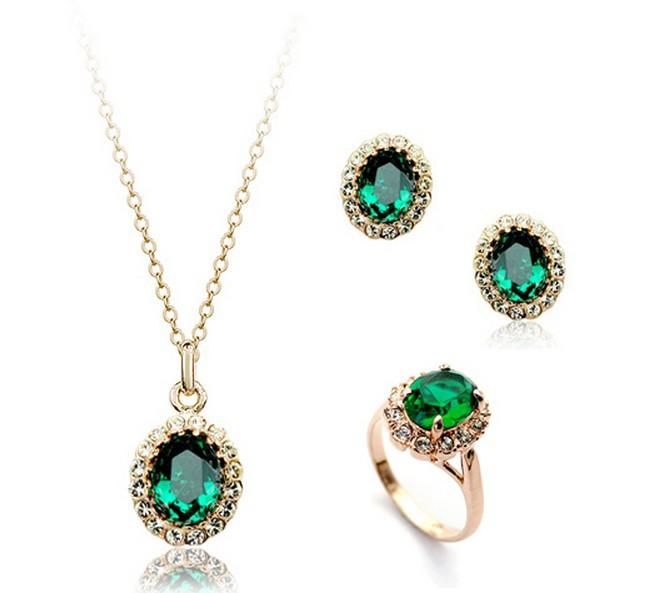 Классический набор «Изумрудный рай» (ITALINA) с серёжками, кольцом и кулоном с кристаллами Сваровски купить. Цена 630 грн