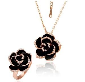 Прекрасный набор «Роза Падишаха» (бренд-ITALINA) с кольцом и кулоном в виде чёрной розы со стразами Сваровски купить. Цена 300 грн или 940 руб.